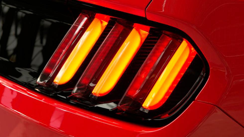 Ford Mustang 2015 Europa faro trasero
