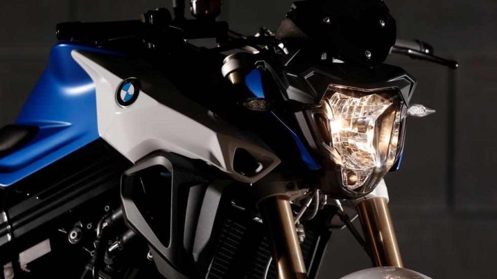 prueba-BMW-F800-R-2015-faro-delantero-simétrico