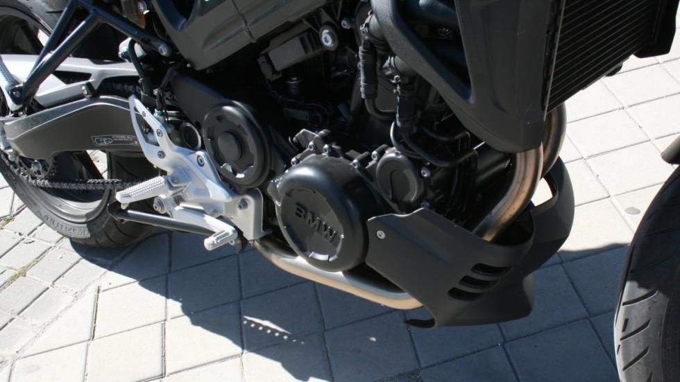 prueba-BMW-F800-R-2015-faro-motor-bicilíndrico
