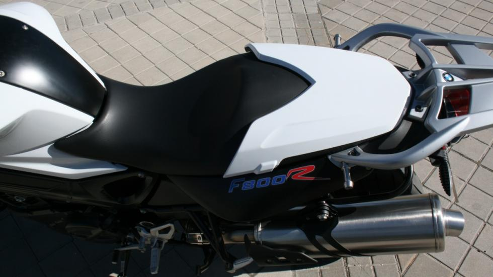 prueba-BMW-F800-R-2015-cubreasiento-monoplaza
