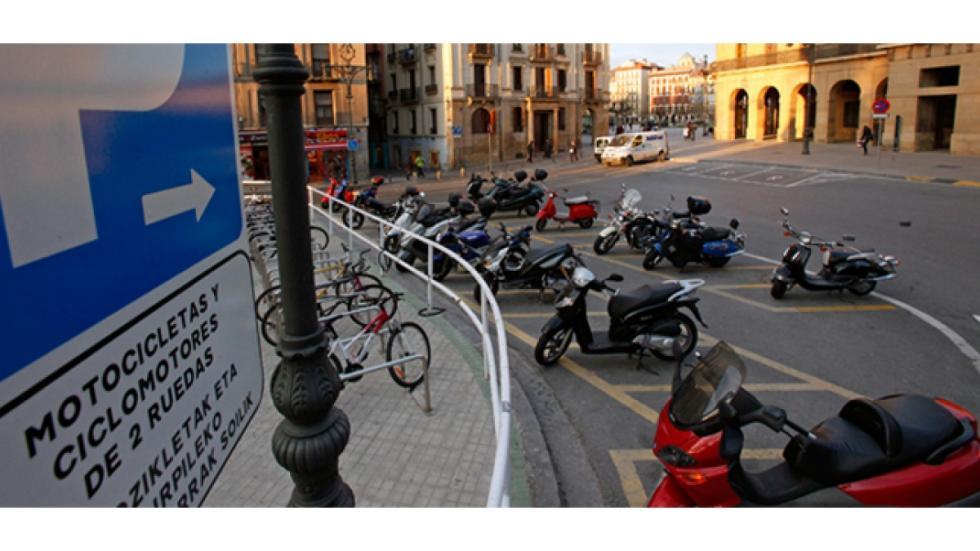 aparcar-motos-ciudad-correcto