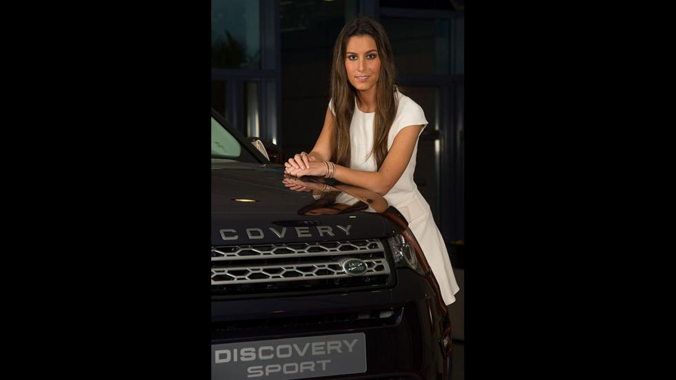 Ana Boyer posa con el Land Rover Discovery Sport