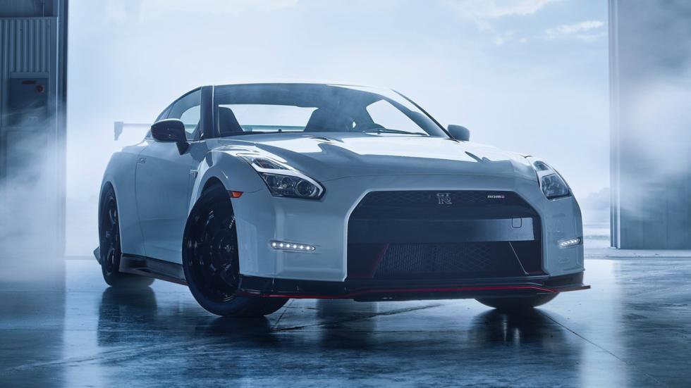 coches-no-querrias-ver-retrovisor-Nissan-GT-R-Nismo