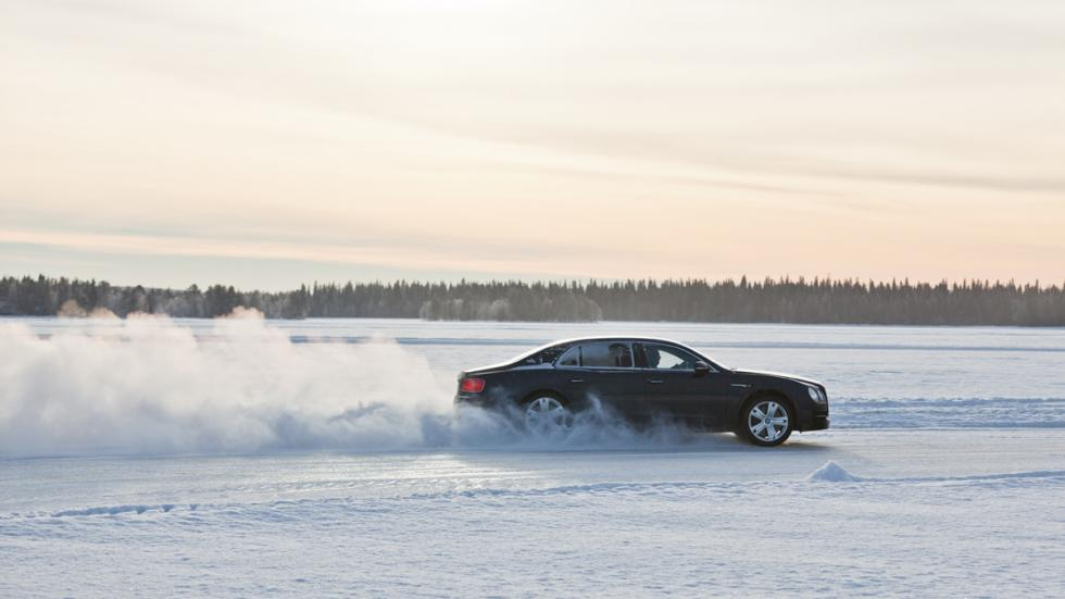 Bentley Power on Ice 2015 - Bentley Flying Spur trasera