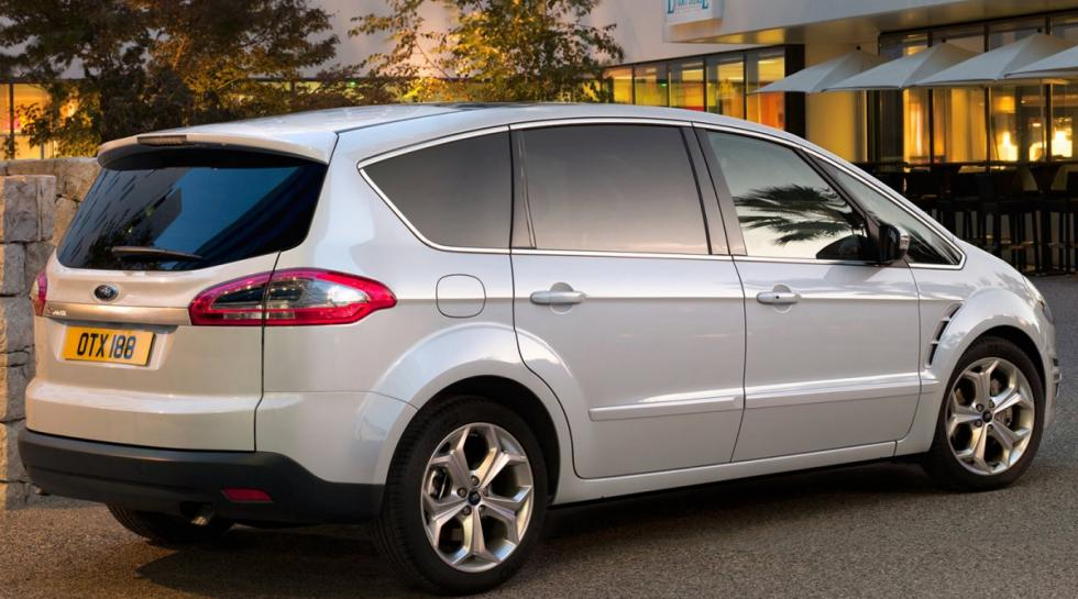 Ford S-MAX trasera