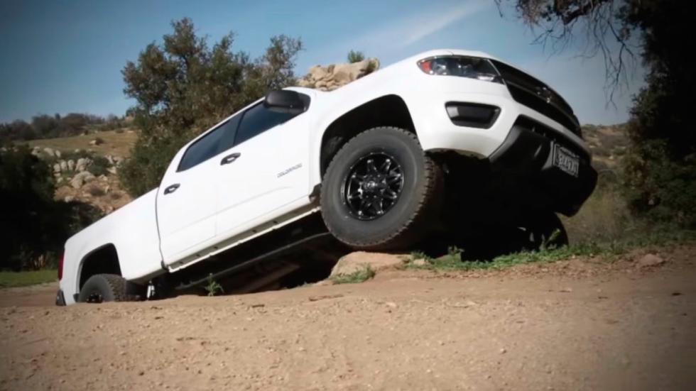 Icon Chevrolet Colorado ZR2 desnivel