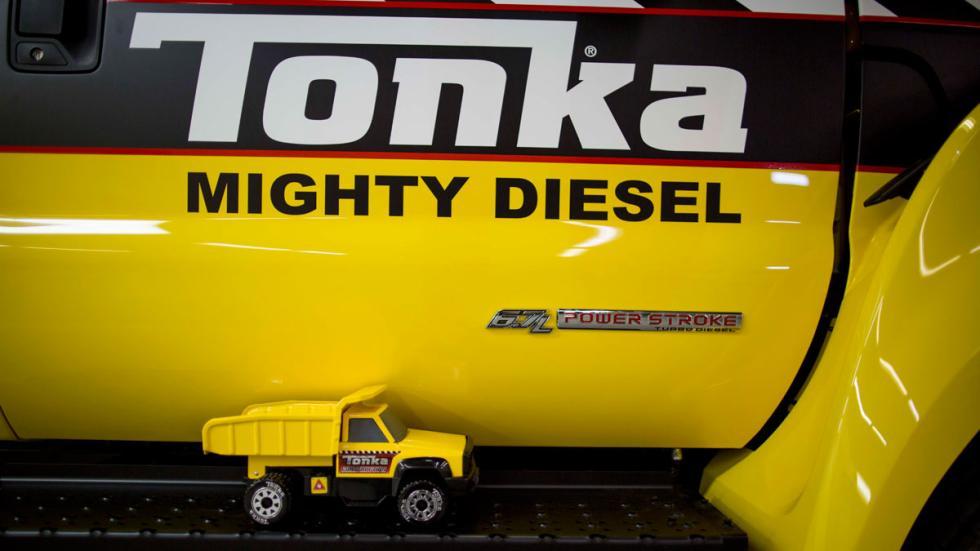Camión de juguete Tonka y Ford F-750 TONKA - estribo