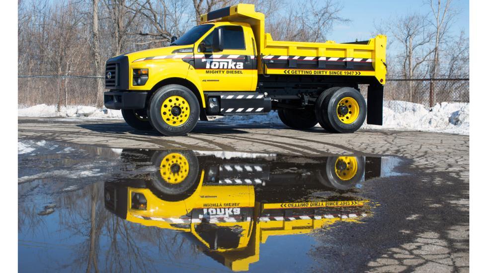 Camión de juguete Tonka y Ford F-750 TONKA - Ford F-750 TONKA reflejo