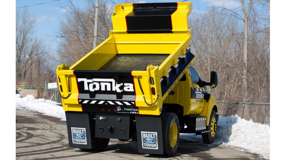 Camión de juguete Tonka y Ford F-750 TONKA - Ford F-750 TONKA trasera