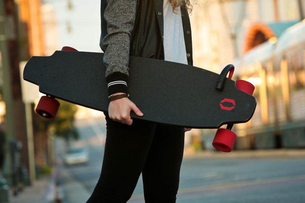 Inboard Monolith, skateboard con motor en las ruedas