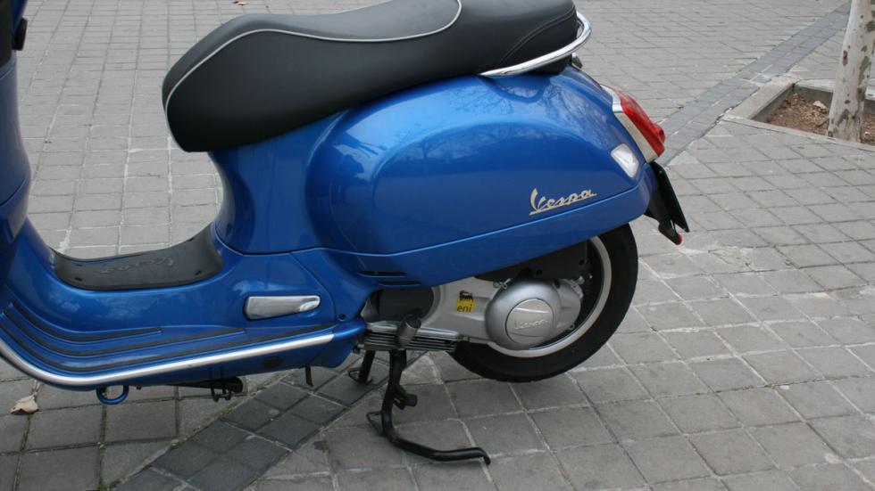 Vespa-GTS-300-ie-Sport-caballete-pata-de-cabra