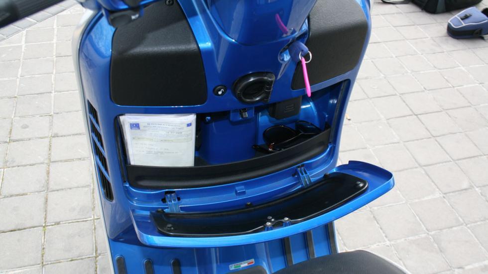Vespa-GTS-300-ie-Sport-guantera