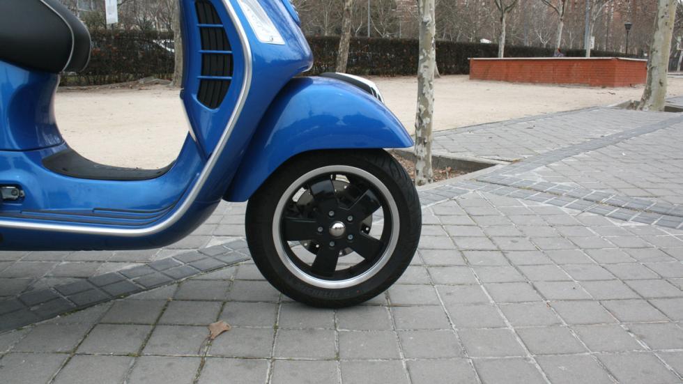 Vespa-GTS-300-ie-Sport-neumáticos