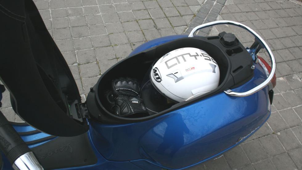 Vespa-GTS-300-ie-Sport-maletero