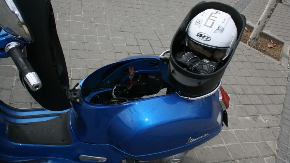 Vespa-GTS-300-ie-Sport-portaequipajes-extraíble