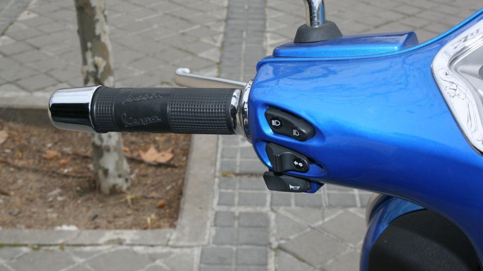 Vespa-GTS-300-ie-Sport-maneta-izquierda