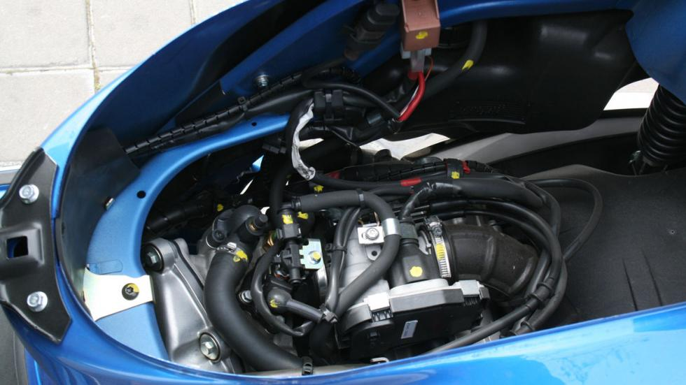 Vespa-GTS-300-ie-Sport-motor
