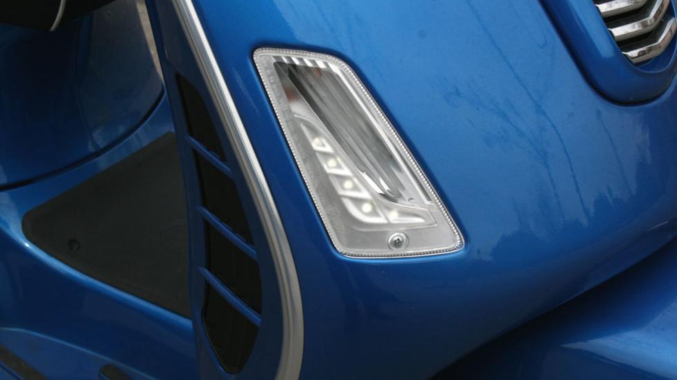 Vespa-GTS-300-ie-Sport-LED-luz diurna-intermitente