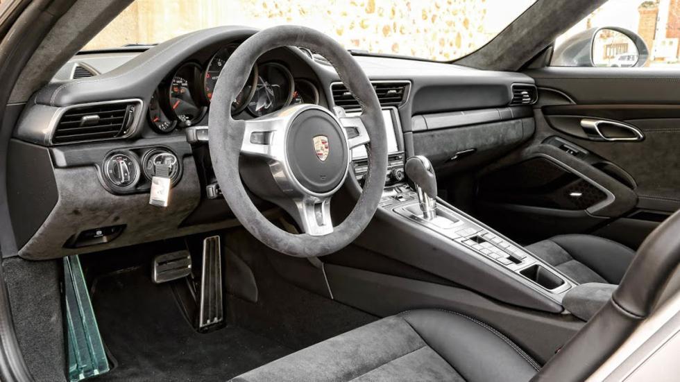 Porsche 911 4GTS interior