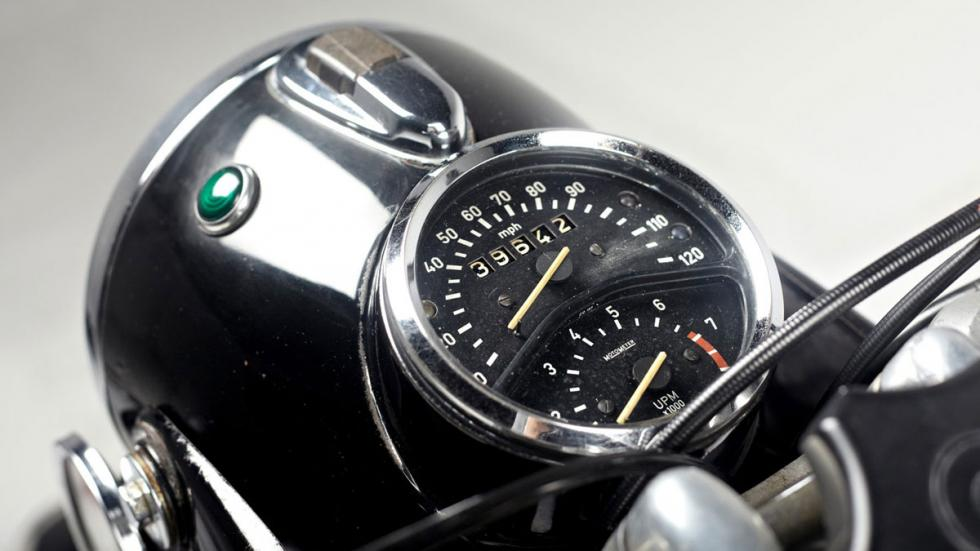 La BMW R75/5 integraba en un solo bloque faro y velocímetro