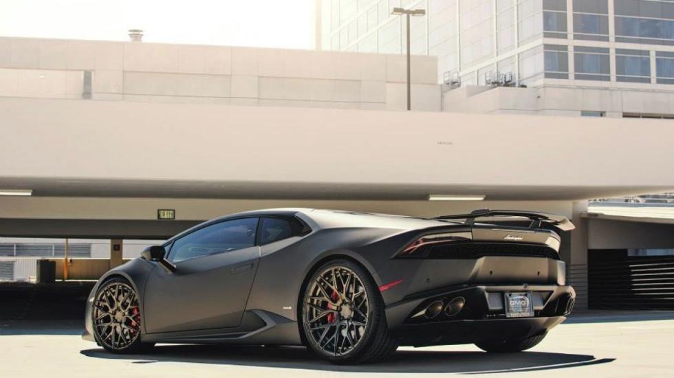 Lamborghini Huracan de GMG Racing tres cuartos trasero