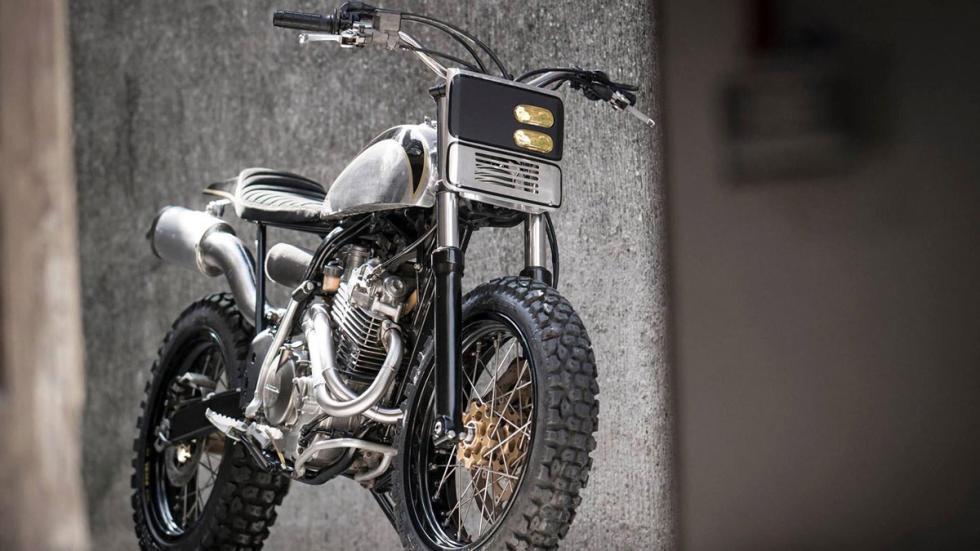 Componentes de élite en la Honda XR400R by BCR Project Bikes