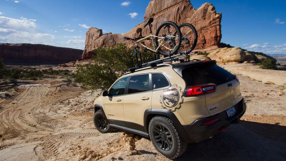 Jeep Cherokee Canyon Trail tres cuartos trasera