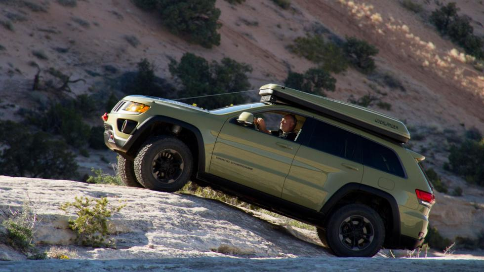 Jeep Grand Cherokee Overlander lateral