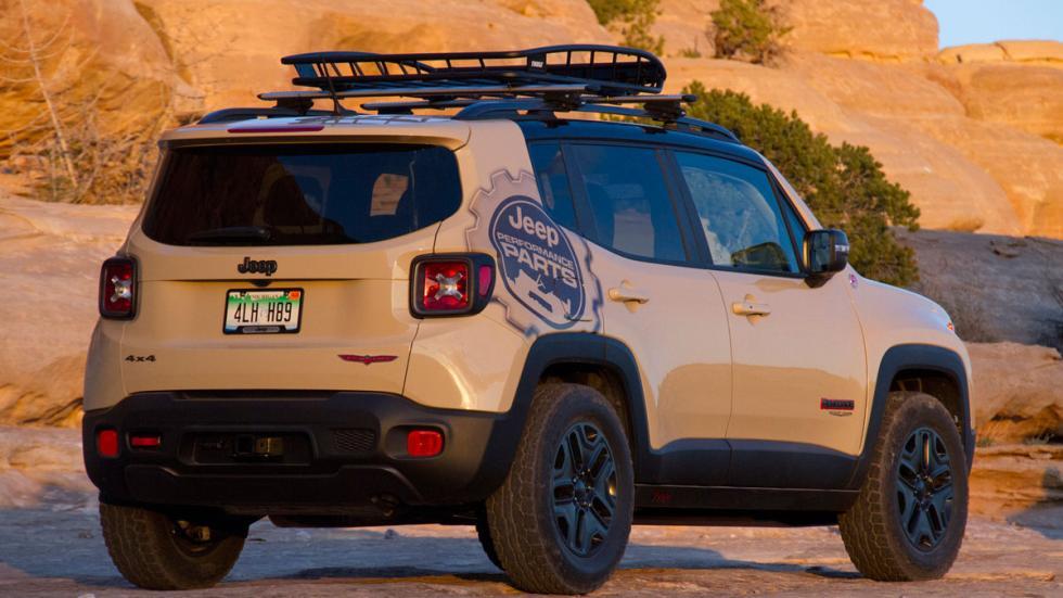 Jeep Renegade Desert Hawk trasera