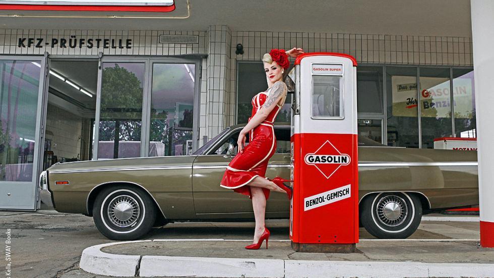 Chicas y 'muscle-cars': el libro de Carlos Kella