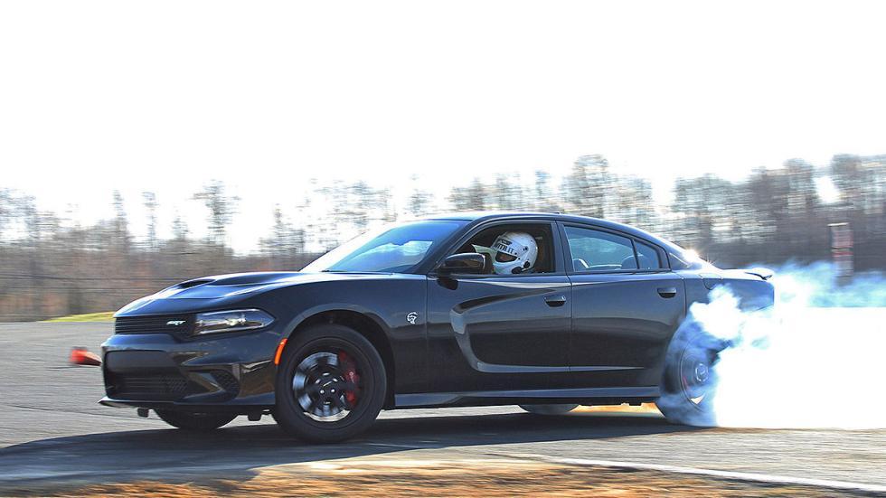 Dodge Charger SRT Hellcat lateral tres cuartos humo