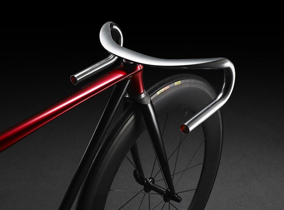 Detalle del manillar de la bicicleta KODO de Mazda