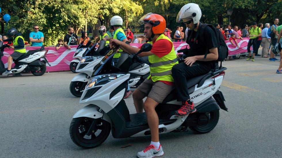Los scooter de Kymco brindan apoyo logístico a la organización