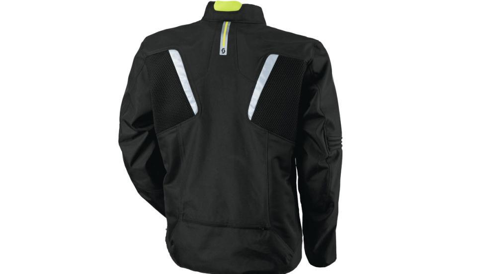Tiras reflectantes sobre la nueva chaqueta Scott  Summer VTD DP