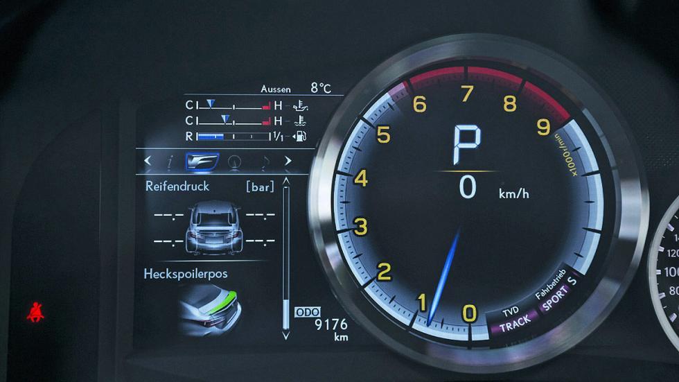 Lexus RC F tacómetro