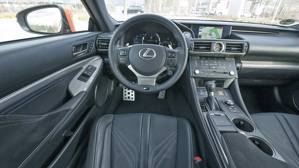 Lexus RC F tacómetro interior