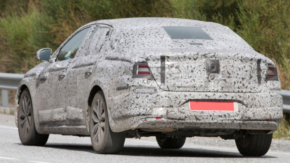 Renault Laguna híbrido 2016 tres cuartos traseros