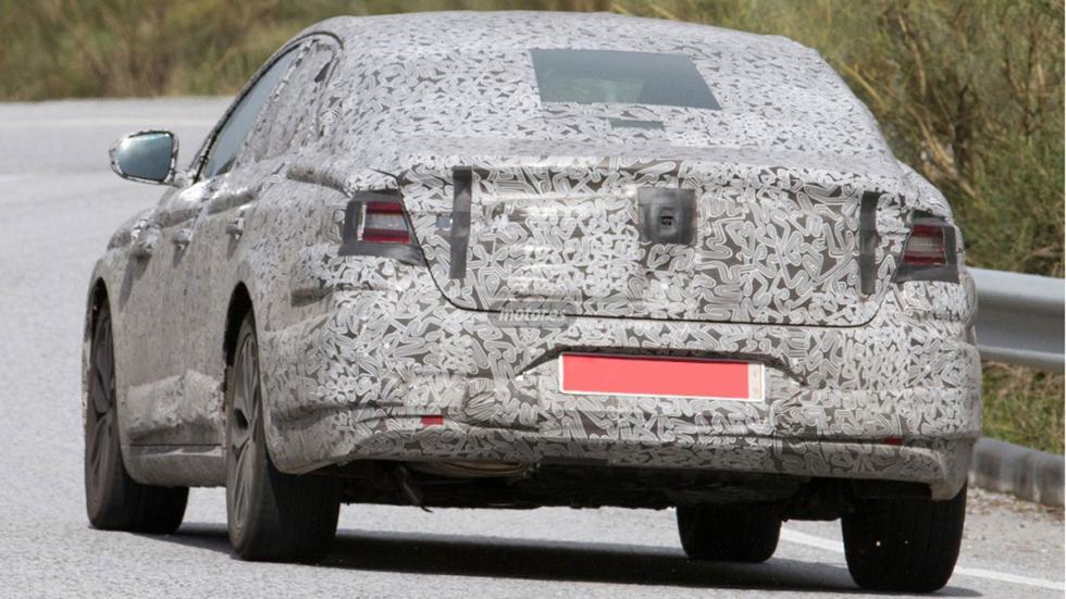 Renault Laguna híbrido 2016 tres cuartos traseros 2