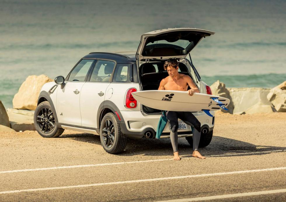 Mini y Channel Islands crean una tabla de surf.