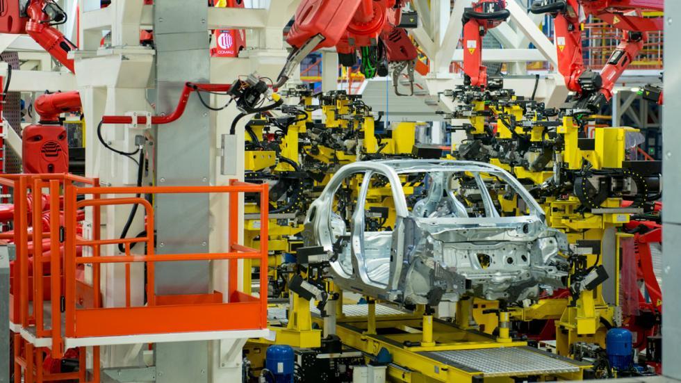 Carrocería Fiat 500X con robots