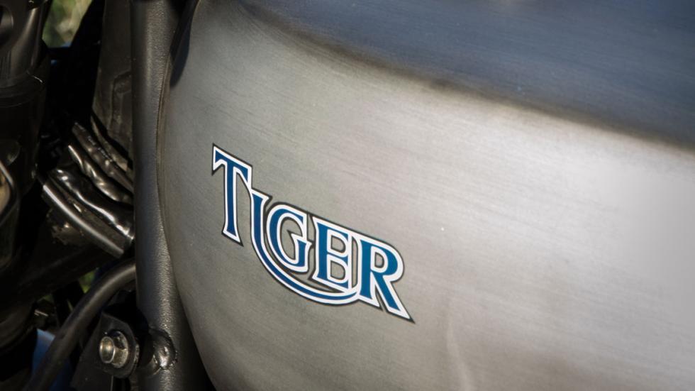 Emblema Tiger sobre el depósito, original de Yamaha