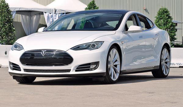 Tesla Model S tres cuartos delantero