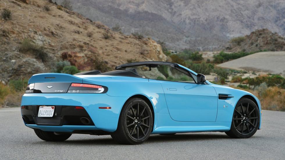 coches-gastan-mas-15-litros-aston-martin-vantage-v12-roadster-zaga