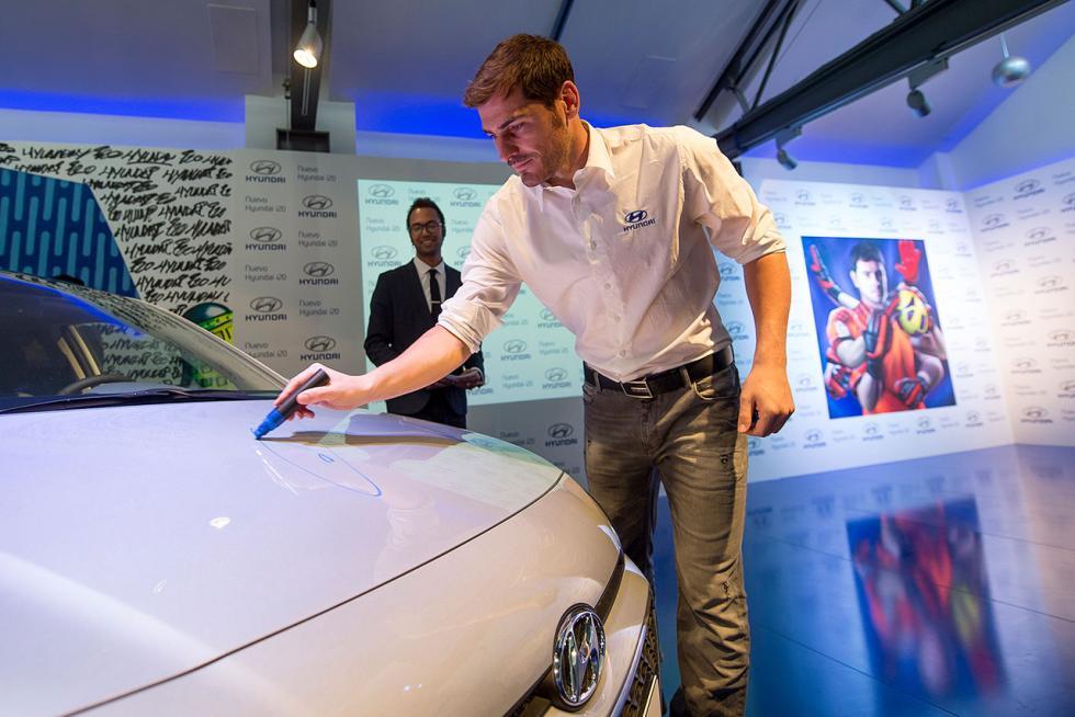Firma de Iker Casillas en el Hyundai i20