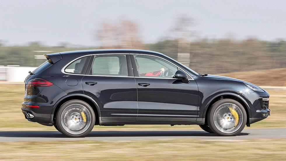 BMW X5 M vs. Porsche Cayenne Turbo S lateral