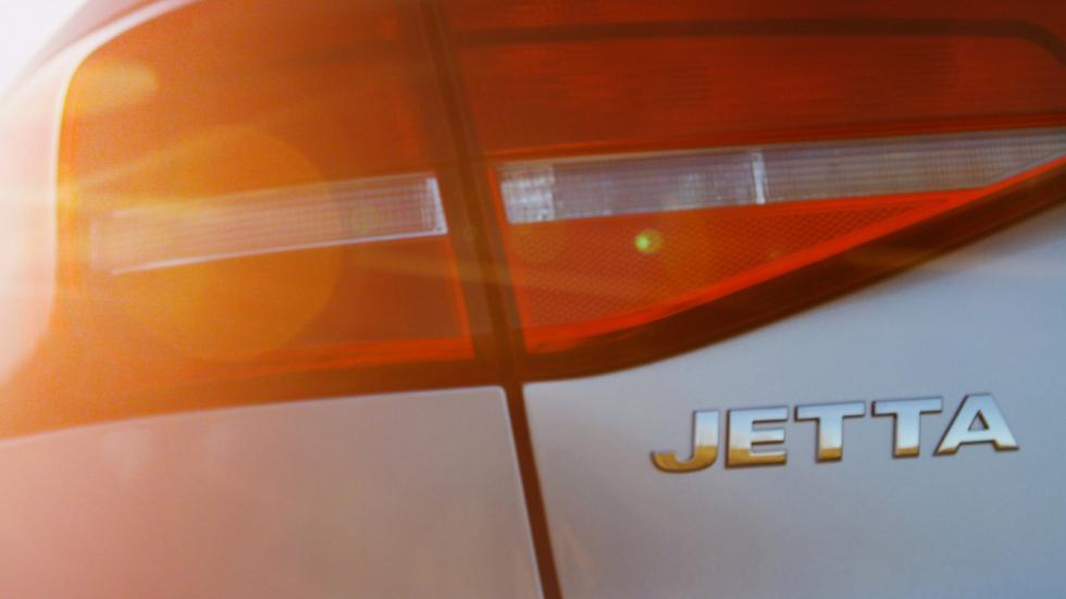 coches-nombre-prohibido-volkswagen-jetta-logo