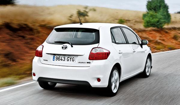 Toyota Auris Híbrido tres cuartos traseros