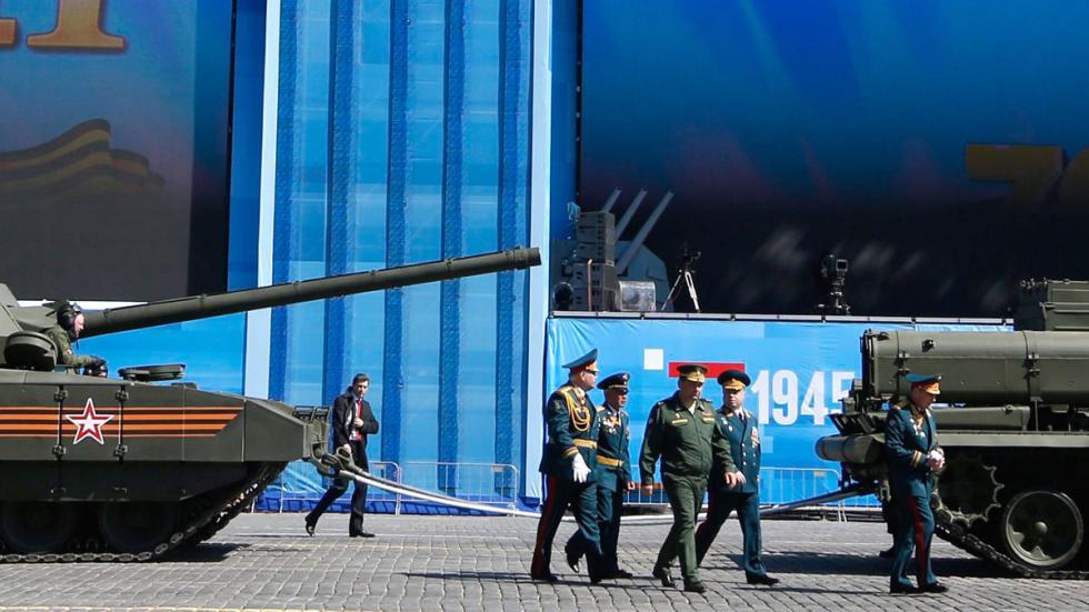 T 14: el supertanque de Putin desfile