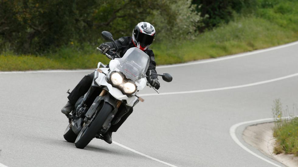 Para aventureros, el neumático Battlax A40