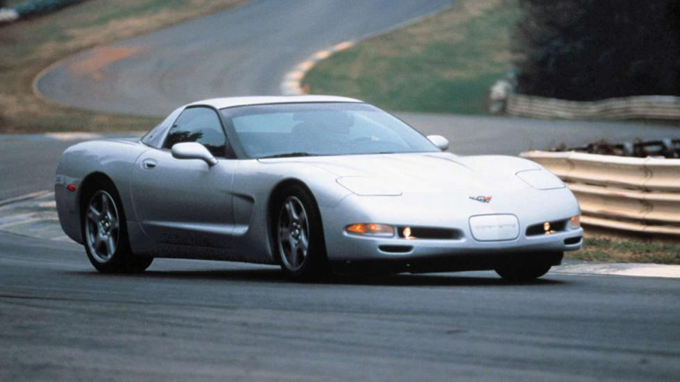 coches-mejor-representan-final-era-chevrolet-corvette-c5-curva